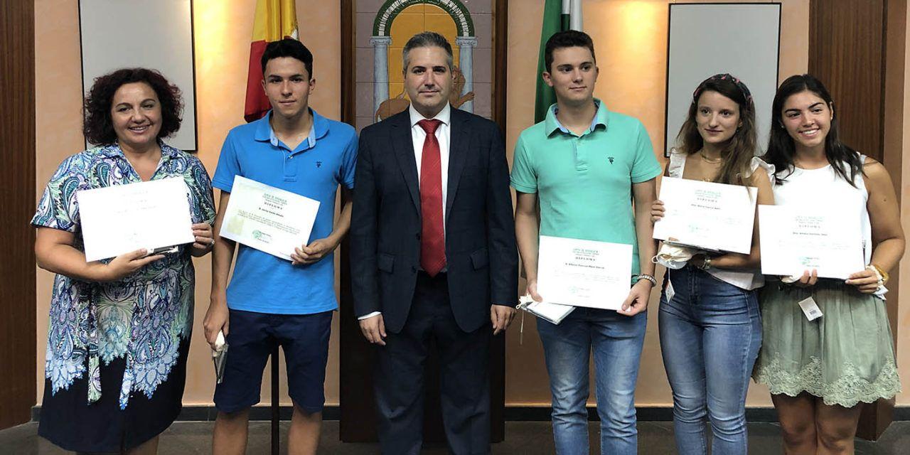 El delegado de Educación, Antonio Sutil, entrega  los Premios Extraordinarios de Bachillerato a cinco alumnos