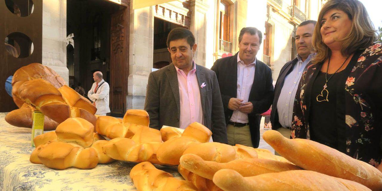 Francisco Reyes valora la calidad del pan y la riqueza y el empleo que genera este sector en la provincia
