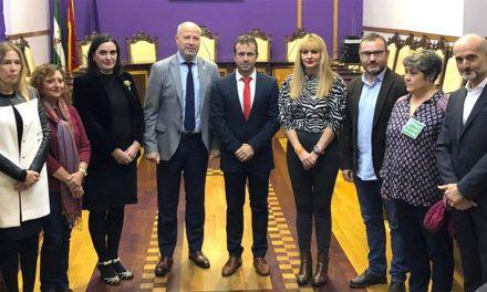 """Imbroda asegura que los trabajadores de los comedores de Jaén tienen """"blindada"""" la subrogación en el servicio"""