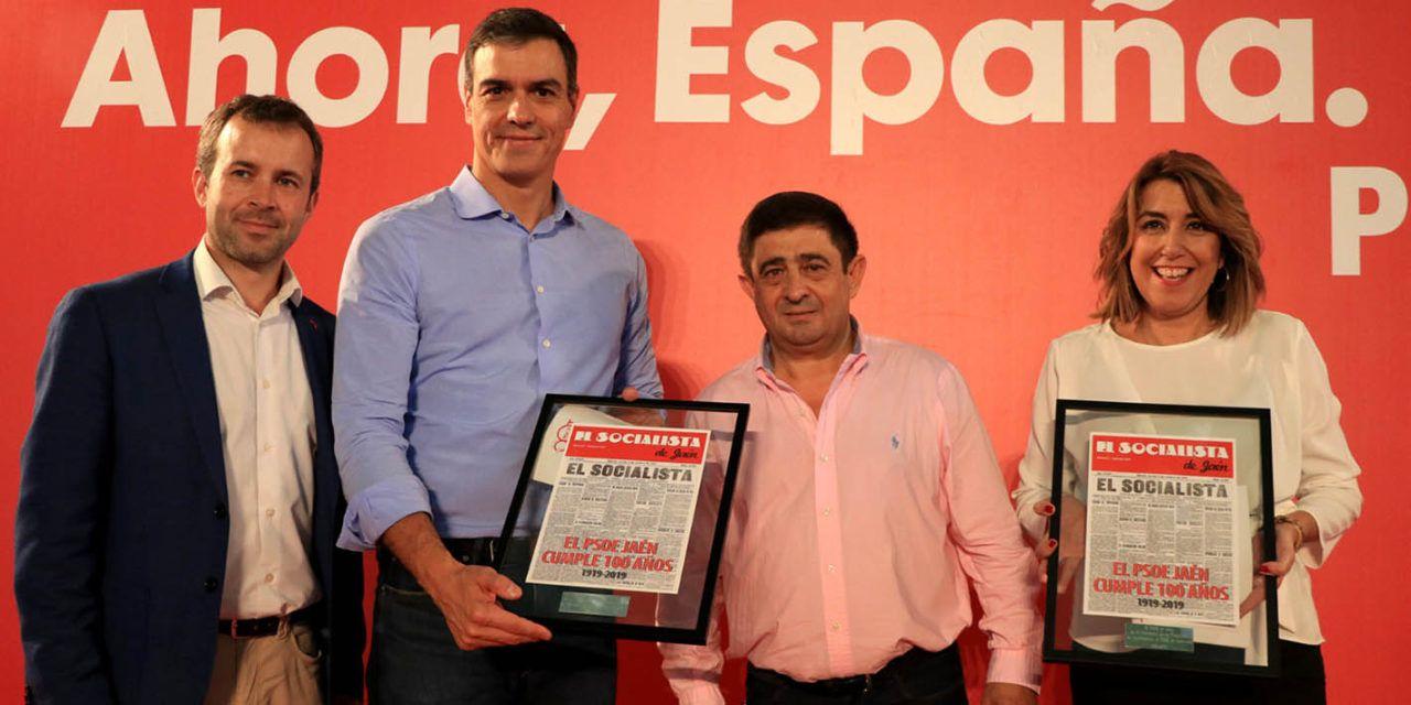 """Pedro Sánchez anuncia en Jaén la rebaja de peonadas y un plan contra el """"atropello arancelario"""" de Trump"""
