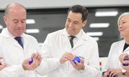 Juanma Moreno asegura que su Gobierno invertirá para hacer llegar el aceite de oliva a nuevos mercados
