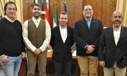 Julio Millán recibe a la junta directiva de la Pontificia y Real Cofradía del Santísimo Cristo Yacente y Nuestra Señora de la Soledad
