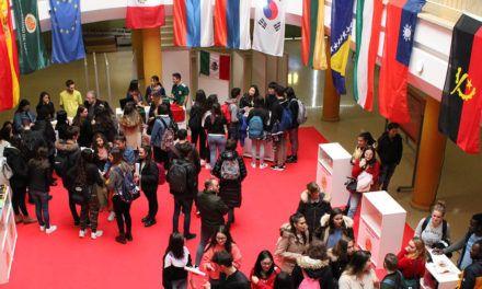 Alumnado extranjero muestra su cultura en la XII Feria Internacional de la UJA