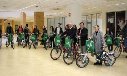 La UJA promueve la movilidad sostenible entre la comunidad universitaria con la entrega de 25 bicicletas eléctricas