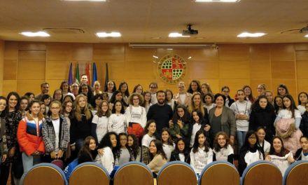 Un total de 60 niñas participan en una iniciativa para despertar su interés por las carreras relacionadas con las STEM