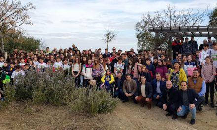 Unos 250 escolares participan en la Marcha Popular por el Clima en la Vía Verde del Aceite