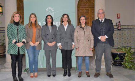 La presidenta del Parlamento andaluz visita la Delegación del Gobierno para estrechar la cooperación institucional