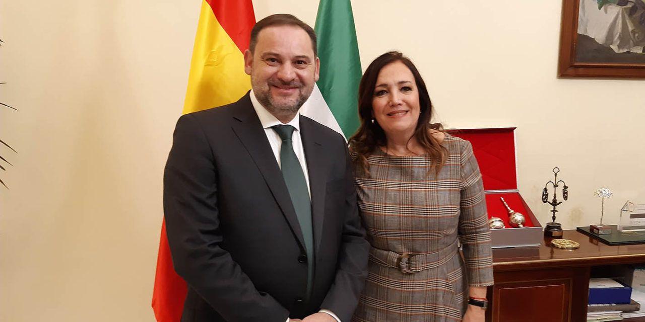 Ferrocarril y A32 centran el encuentro entre la subdelegada del Gobierno en Jaén y el ministro Ábalos