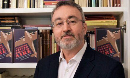 El profesor de la UJA Rafael Alarcón publica el ensayo 'Nuestro futuro está en el aire. Aviones en la literatura española (hasta 1936)'