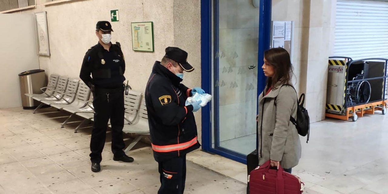 El Gobierno ha comenzado hoy el reparto de las mascarillas estaciones de Linares y provincia