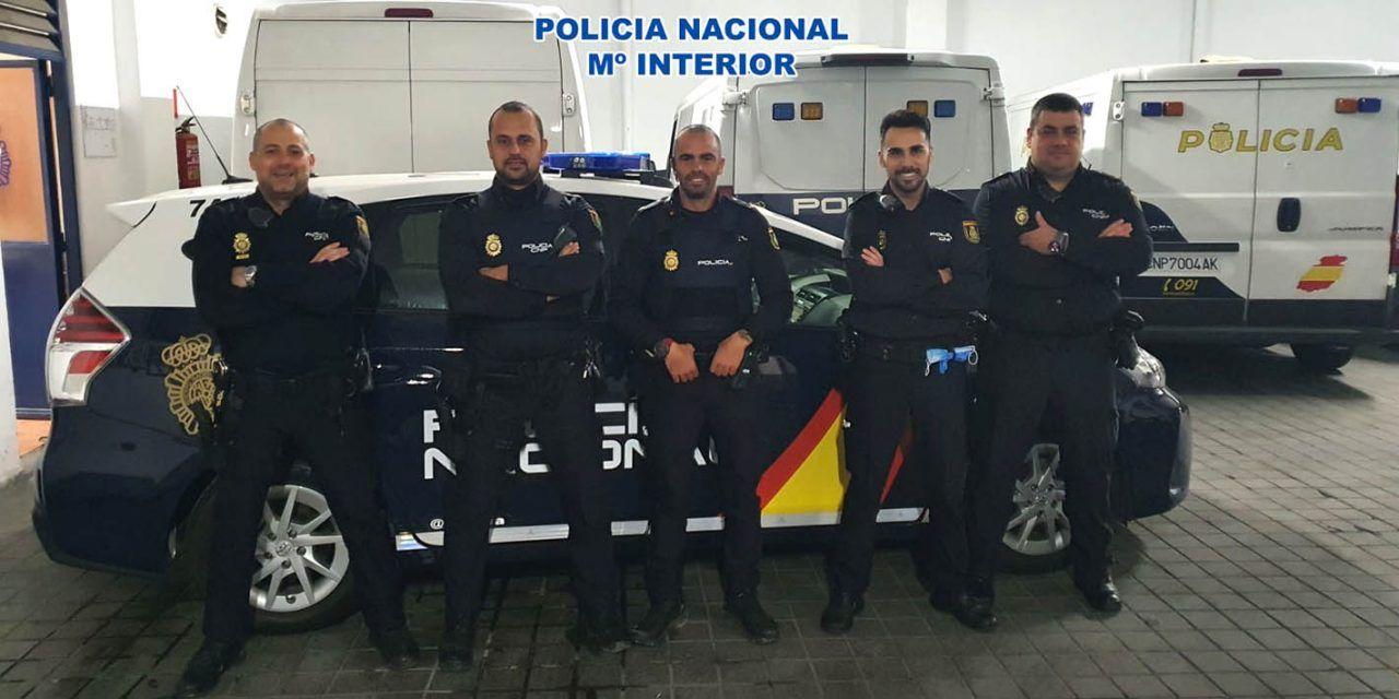 La Policía Nacional salva la vida de un hombre que al ser encontrado apenas tenía síntomas vitales