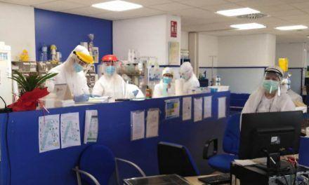 La Unidad de Oncología del Hospital de Jaén establece un traje en consultas para proteger frente al Covid-19