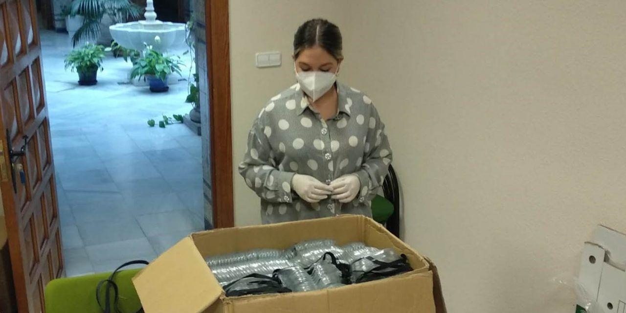 La Junta reparte 400 gafas protectoras a los letrados de Administración de Justicia