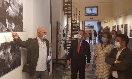 El Centro Cultural Baños Árabes acoge una exposición del periodista gráfico Pablo Juliá sobre la Transición en Andalucía