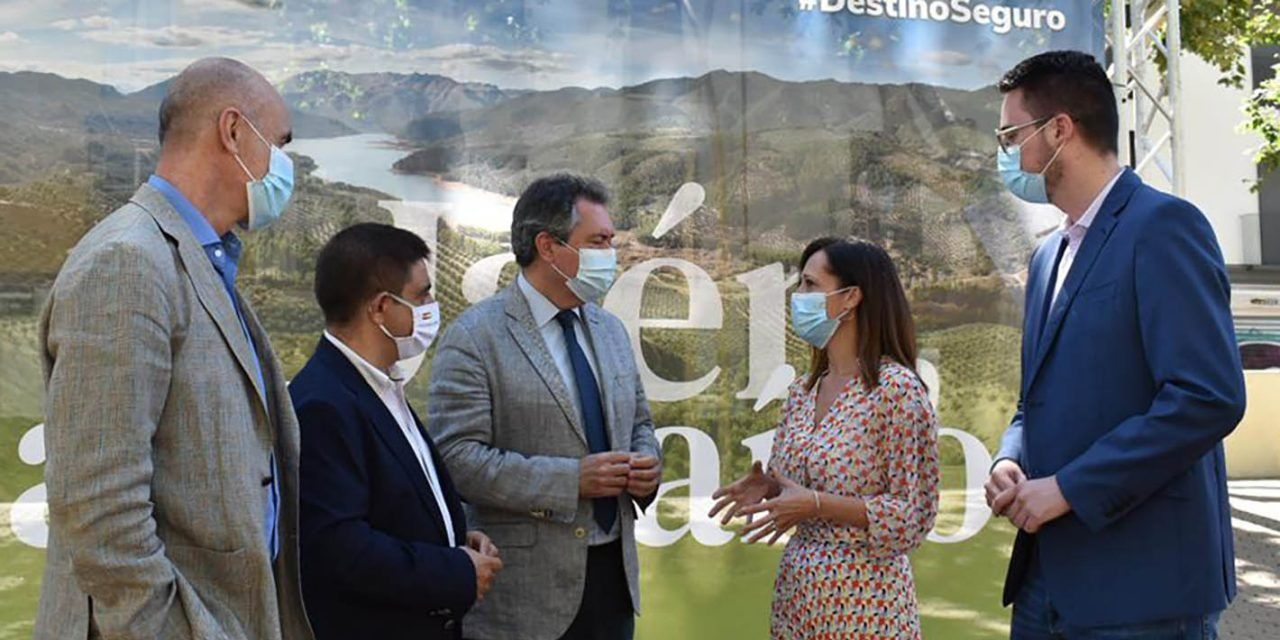 """El destino """"Jaén, paraíso interior"""" se promociona en una carpa informativa en el centro de Sevilla"""