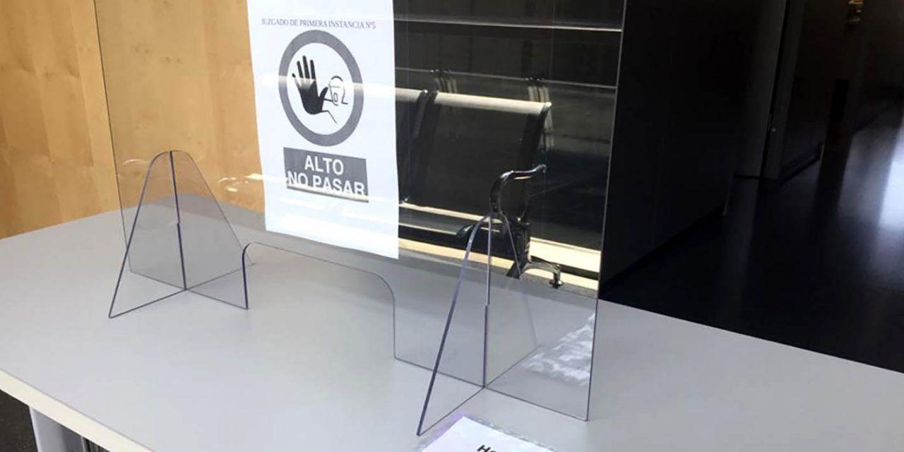 Justicia instala mamparas en dos salas de vistas de Úbeda para garantizar la seguridad