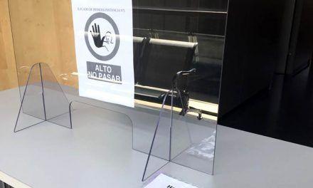 Justicia instala mamparas en una de las salas de vistas de La Carolina para garantizar la seguridad