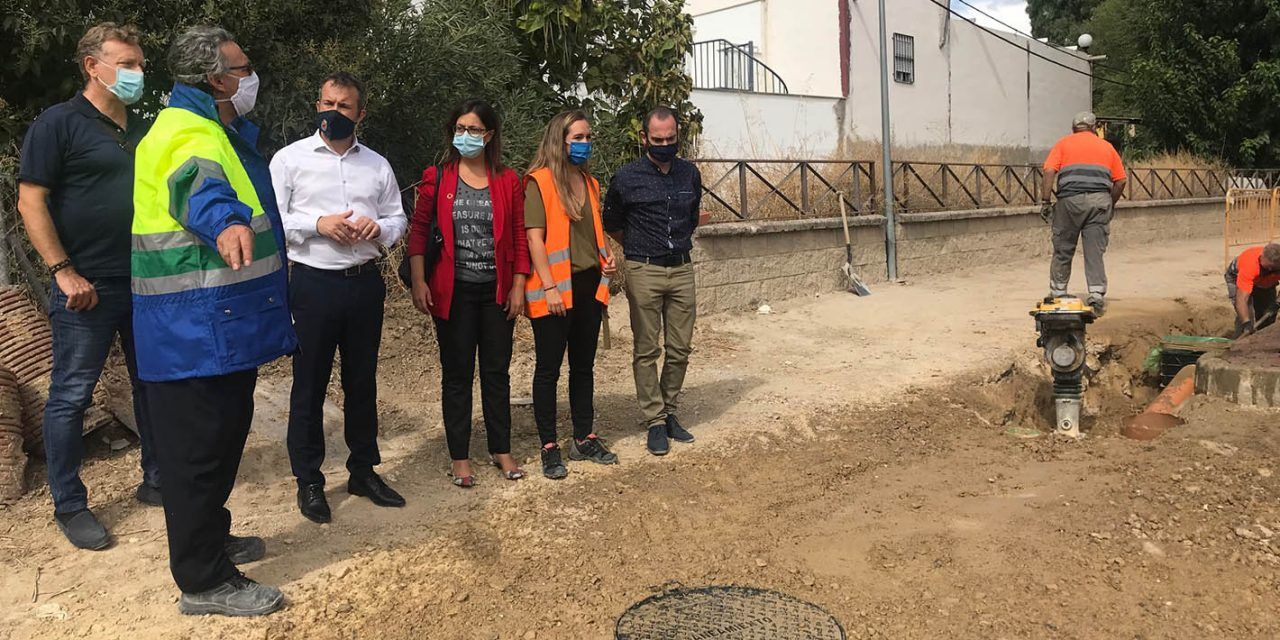 El Ayuntamiento acomete la reforma del saneamiento y el pavimento en la calle Infanta María de las Mercedes