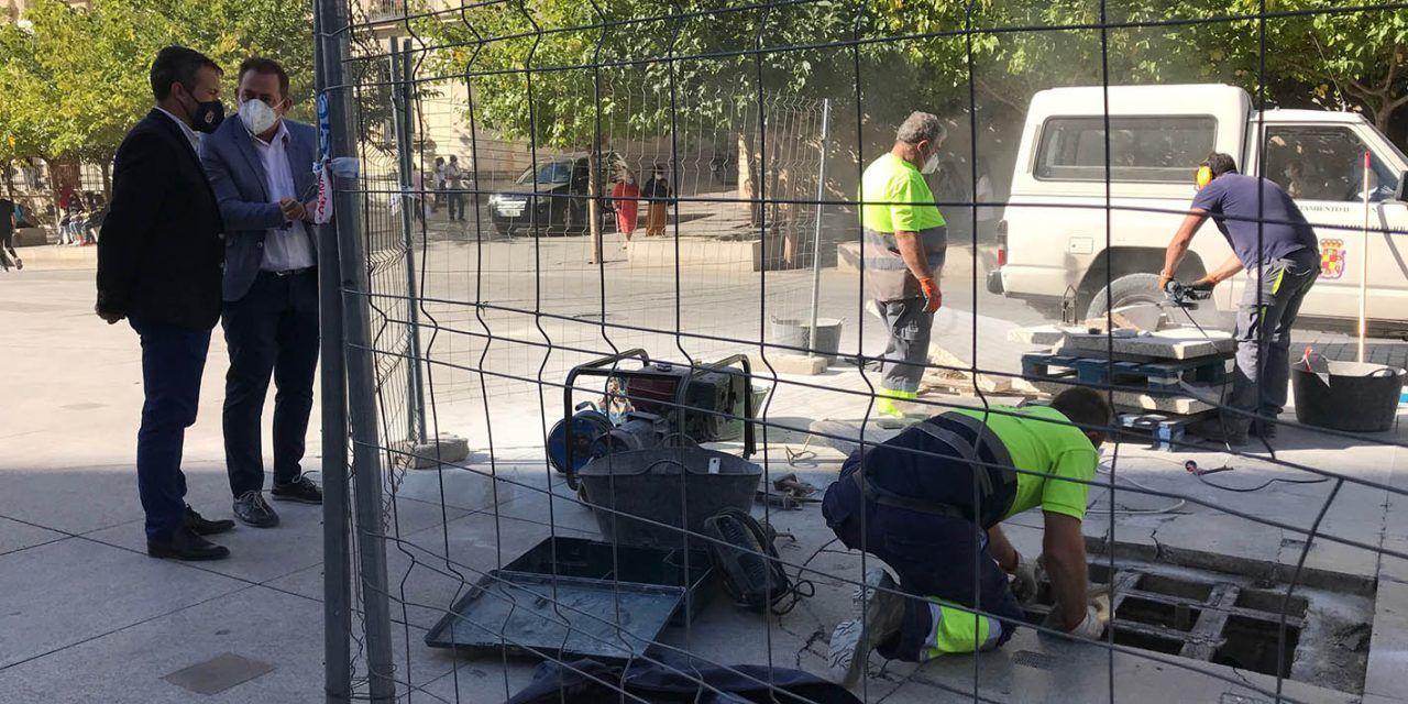 El Ayuntamiento acomete con medios propios el arreglo de las fuentes de la Plaza de Santa María