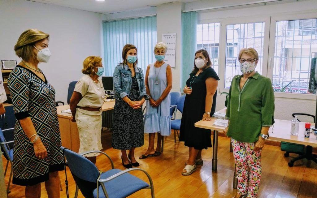 Trinidad Rus se reúne con la asociación 'Tres Morillas'