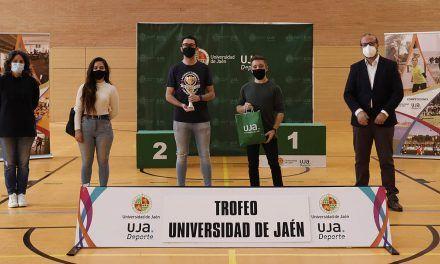 La UJA entrega sus trofeos a los ganadores de sus competiciones y reconoce a los deportistas medallistas en los CAU del pasado curso