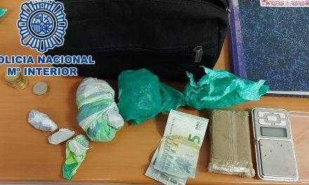 SUCESOS | La Policía Nacional detiene en Jaén a un joven que fue sorprendido cuando vendía droga