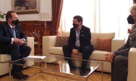 El presidente de la Diputación recibe en el Palacio Provincial al rector de la Universidad Internacional de Andalucía