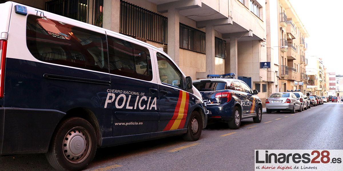 SUCESOS LINARES | La Policía Nacional detiene en Linares a un joven por el robo en el interior de tres vehículos