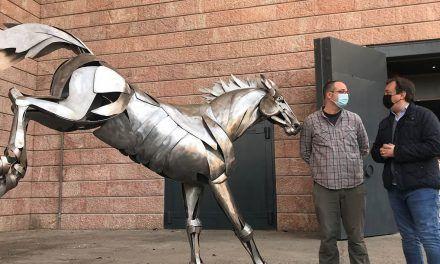 La sala Moneo abre sus puertas con una asombrosa exposición de forja artística del mundo animal del escultor José Miguel Pino