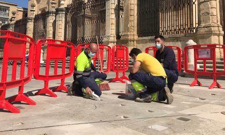 El Ayuntamiento da los últimos toques a las fuentes de la Plaza de Santa María con la colocación de las piezas decorativas en la superficie