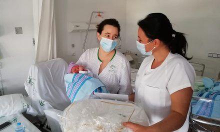 Los hospitales jiennenses obsequian a las 11 madres de los bebés nacidos el Día de Andalucía