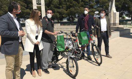 La UJA entrega las bicicletas eléctricas a los ganadores del IV Programa de Movilidad Sostenible 'Hack the City'