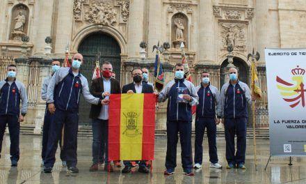 Apoyo municipal a los militares de la Brigada Guzmán el Bueno en el inicio de una carrera solidaria