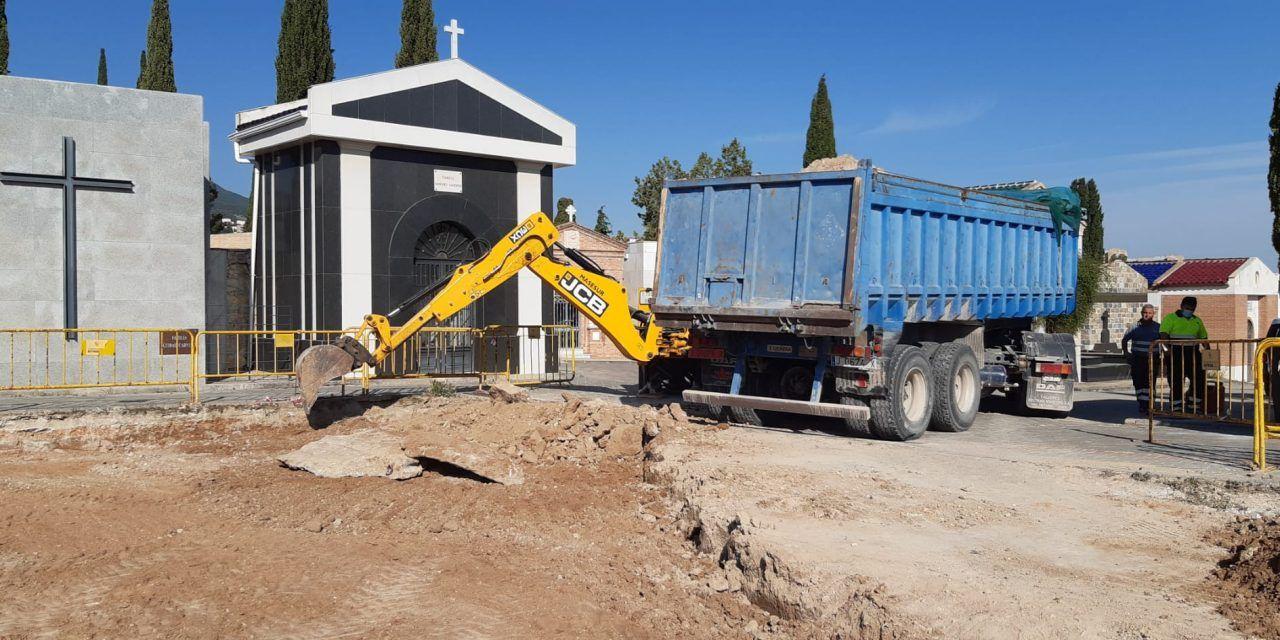El Ayuntamiento construye 368 nichos y 168 columbarios en el Cementerio de San Fernando y continúa con la labor de reparación de las cubiertas en el de San Eufrasio