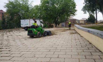 El Ayuntamiento avanza en la adecuación del entorno del parque de las Madres de Mayo y el parque canino de El Valle