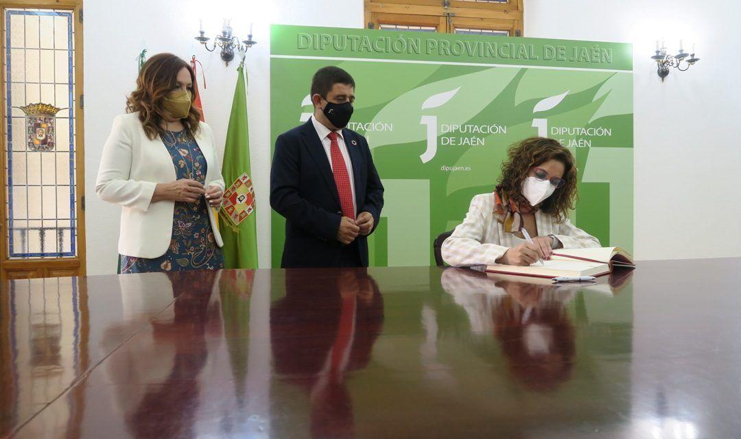 Visita institucional de la ministra de Hacienda a Jaén