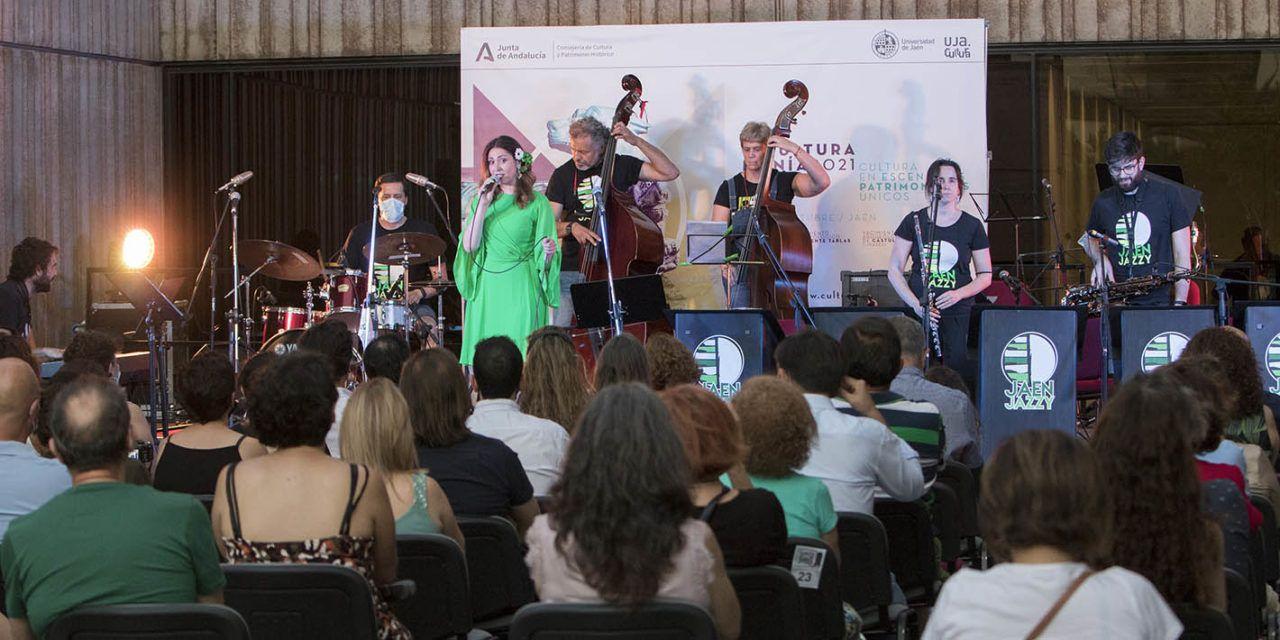 'Culturamanía' comenzó en los Jardines del Museo Íbero, con las actuaciones de la cantaora Vicky Romero y de la Asociación Jaén Jazzy