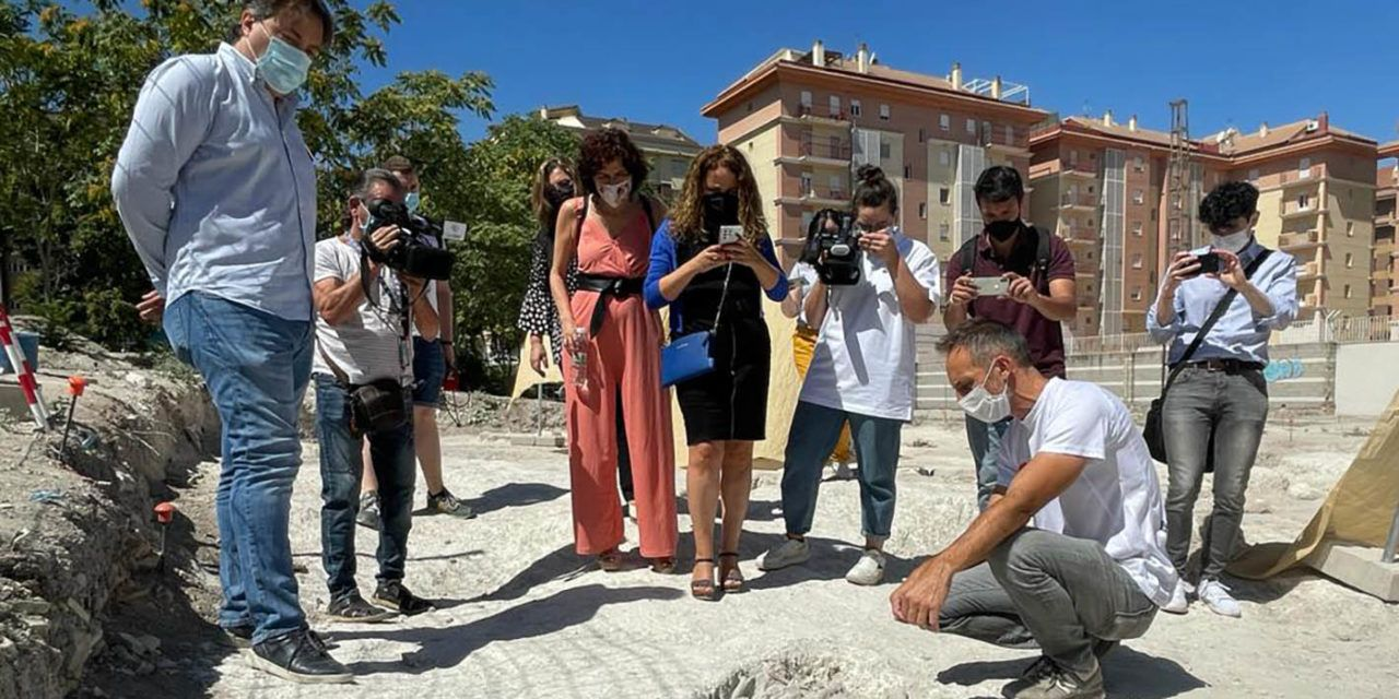 El Ayuntamiento destaca la colaboración de la Fundación la Caixa y Caixabank para impulsar el intenso trabajo que se realiza en las excavaciones del Parque Arqueológico de Marroquíes Bajos