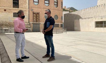 El Ayuntamiento mejora la iluminación del entorno del Teatro Infanta Leonor