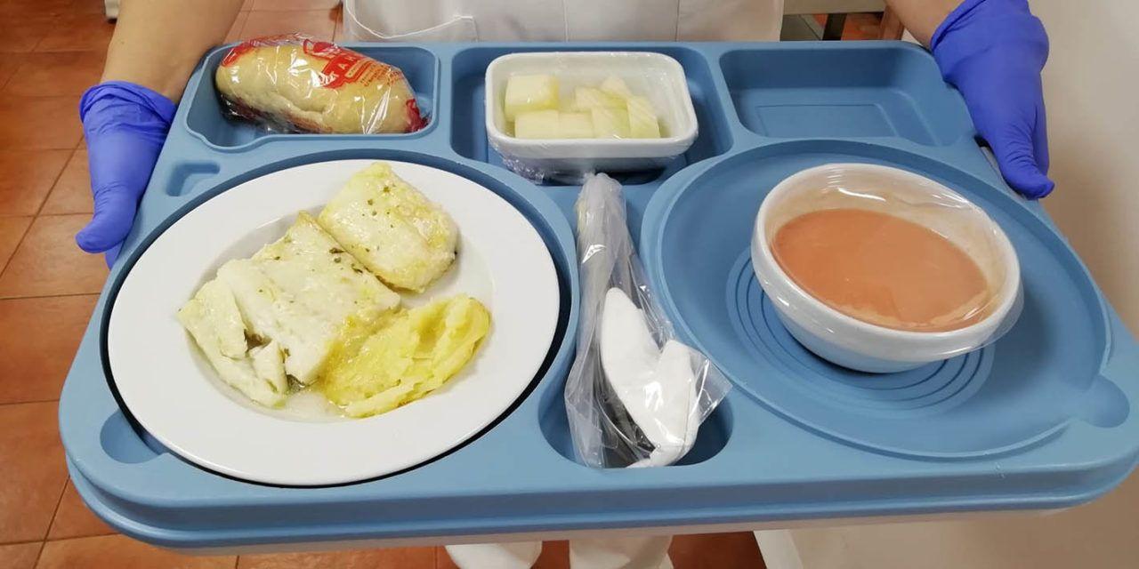 El Hospital Universitario de Jaén ofrece menús veraniegos a los pacientes ingresados