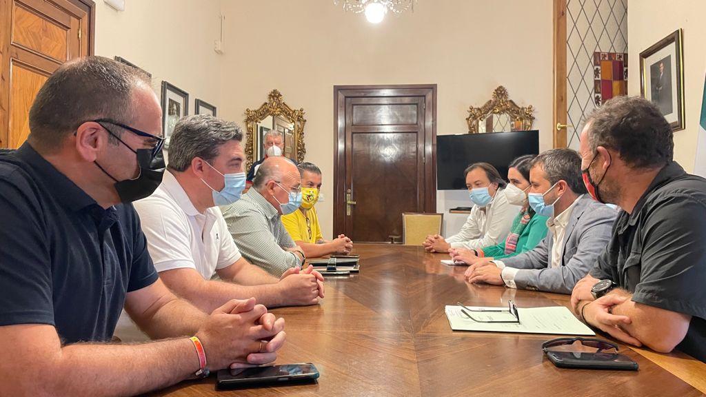 El Ayuntamiento refrenda su compromiso con el Jaén Paraíso Interior FS con el primer acuerdo de patrocinio municipal
